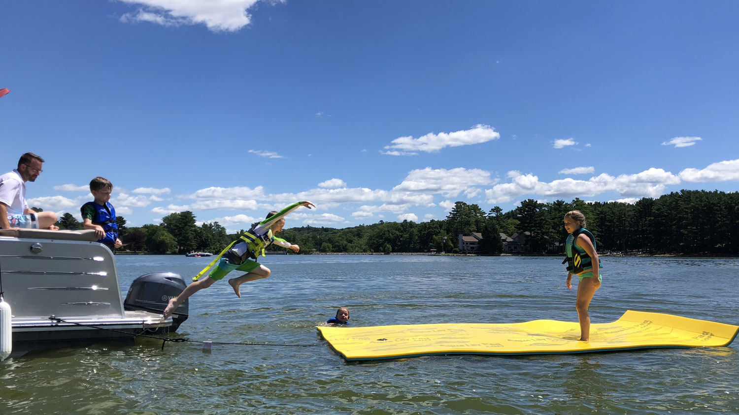 Pontoon Boat Rentals in Wisconsin Dells - Dells Watersports